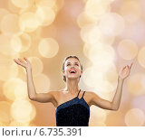Купить «smiling woman raising hands and looking up», фото № 6735391, снято 1 июня 2014 г. (c) Syda Productions / Фотобанк Лори