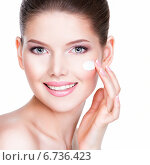 Купить «Beauty face of young woman with cosmetic cream on a cheek.», фото № 6736423, снято 12 апреля 2014 г. (c) Валуа Виталий / Фотобанк Лори