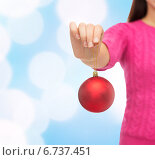 Купить «close up of woman in sweater with christmas ball», фото № 6737451, снято 10 сентября 2014 г. (c) Syda Productions / Фотобанк Лори