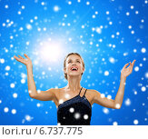 Купить «smiling woman raising hands and looking up», фото № 6737775, снято 1 июня 2014 г. (c) Syda Productions / Фотобанк Лори