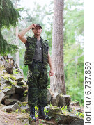 Купить «young soldier or ranger in forest», фото № 6737859, снято 14 августа 2014 г. (c) Syda Productions / Фотобанк Лори