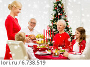 Купить «smiling family having holiday dinner at home», фото № 6738519, снято 14 сентября 2014 г. (c) Syda Productions / Фотобанк Лори