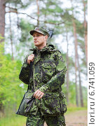 Купить «young soldier or hunter with gun in forest», фото № 6741059, снято 14 августа 2014 г. (c) Syda Productions / Фотобанк Лори