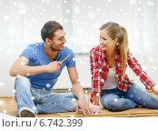 Купить «smiling couple measuring wood flooring», фото № 6742399, снято 26 января 2014 г. (c) Syda Productions / Фотобанк Лори