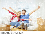 Купить «smiling couple relaxing on sofa in new home», фото № 6742427, снято 26 января 2014 г. (c) Syda Productions / Фотобанк Лори