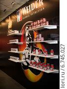 Стенд спортивного питания на крупнейшей международной выставке по бодибилдингу и фитнесу Power Pro Show 2014. Редакционное фото, фотограф Андрей Шарашкин / Фотобанк Лори