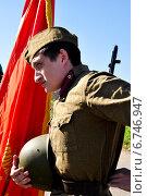 Купить «Мужчина в форме солдата времен Великой Отечественной войны», фото № 6746947, снято 23 июля 2019 г. (c) Миняйло Александр Николаевич / Фотобанк Лори