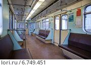 Купить «Внутренний вид вагона метрополитена», фото № 6749451, снято 23 февраля 2019 г. (c) FotograFF / Фотобанк Лори