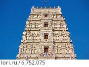 Купить «Вриндаван. Фрагмент гопурама храма Шри Рангаджи», фото № 6752075, снято 3 марта 2014 г. (c) Вячеслав Беляев / Фотобанк Лори