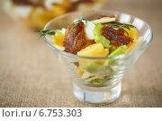 Купить «Картофельный салат с беконом и яйцами», фото № 6753303, снято 3 декабря 2014 г. (c) Peredniankina / Фотобанк Лори