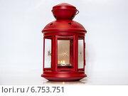 Красный металлический фонарь-подсвечник со свечой. Стоковое фото, фотограф Александр / Фотобанк Лори