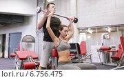Купить «man and woman with barbell flexing muscles in gym», видеоролик № 6756475, снято 1 декабря 2014 г. (c) Syda Productions / Фотобанк Лори