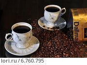 Купить «Чашки и зёрна кофе на тёмном фоне», фото № 6760795, снято 30 ноября 2014 г. (c) Сергей Галинский / Фотобанк Лори