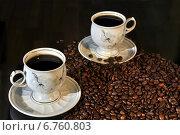 Купить «Чашки и зёрна кофе  на тёмном фоне», фото № 6760803, снято 30 ноября 2014 г. (c) Сергей Галинский / Фотобанк Лори