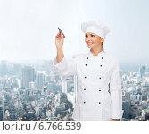Купить «smiling female chef writing something on air», фото № 6766539, снято 7 января 2014 г. (c) Syda Productions / Фотобанк Лори