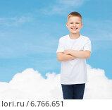 Купить «smiling little boy in white blank t-shirt», фото № 6766651, снято 3 июня 2014 г. (c) Syda Productions / Фотобанк Лори