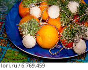 Купить «Мандарины на рождественском столе», фото № 6769459, снято 20 декабря 2013 г. (c) ElenArt / Фотобанк Лори