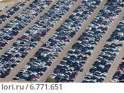 Купить «Вид сверху на огромную парковку, заполненную новыми автомобилями автодилера», фото № 6771651, снято 12 сентября 2012 г. (c) Николай Винокуров / Фотобанк Лори