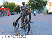 Купить «Артамонов придумал велосипед», эксклюзивное фото № 6773523, снято 30 июля 2014 г. (c) Анатолий Матвейчук / Фотобанк Лори