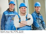 Купить «Construction workers team», фото № 6775223, снято 27 ноября 2014 г. (c) Дмитрий Калиновский / Фотобанк Лори