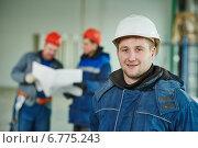 Купить «Construction builder worker at site», фото № 6775243, снято 27 ноября 2014 г. (c) Дмитрий Калиновский / Фотобанк Лори