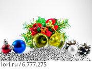 Рождественское украшение на светло-сером фоне. Стоковое фото, фотограф Maselko Vitaliy / Фотобанк Лори
