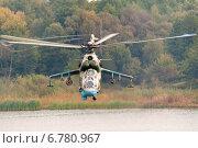 Купить «Боевой вертолет Ми-24 летит над водной поверхностью», фото № 6780967, снято 30 сентября 2011 г. (c) Сергей Попсуевич / Фотобанк Лори