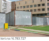 Купить «Старые гаражи-ракушки во дворе жилых домов в Новокосине в Москве», эксклюзивное фото № 6783727, снято 26 апреля 2012 г. (c) lana1501 / Фотобанк Лори