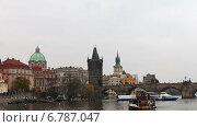 Купить «Вид с реки Влтавы на осеннюю Прагу», видеоролик № 6787047, снято 10 декабря 2014 г. (c) Владимир Журавлев / Фотобанк Лори