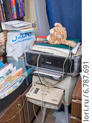 Купить «Беспорядок в квартире. Два пыльных принтера», эксклюзивное фото № 6787691, снято 6 декабря 2014 г. (c) Александр Щепин / Фотобанк Лори