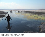 Грязевое озеро для лечения и красоты (2014 год). Редакционное фото, фотограф Юрий Савченко / Фотобанк Лори