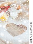Купить «heart of flour on wooden table at home», фото № 6794843, снято 21 января 2014 г. (c) Syda Productions / Фотобанк Лори