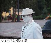 Мим на улице (2014 год). Редакционное фото, фотограф Юрий Савченко / Фотобанк Лори