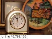 Купить «Часы показывают без 5 минут 12», фото № 6799155, снято 13 декабря 2014 г. (c) Левина Татьяна / Фотобанк Лори