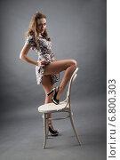 Купить «Студийный портрет молодой девушки в коротком платье со стулом», фото № 6800303, снято 9 декабря 2014 г. (c) Момотюк Сергей / Фотобанк Лори