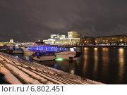 Купить «Вид из парка им.Горького на Москва-реку ночью», эксклюзивное фото № 6802451, снято 14 декабря 2014 г. (c) lana1501 / Фотобанк Лори