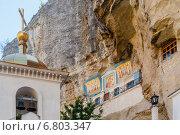 Купить «Крым, Бахчисарай, Свято-Успенский мужской монастырь в ущелье Мариам-Дере», фото № 6803347, снято 17 сентября 2014 г. (c) Александр  Буторин / Фотобанк Лори