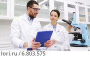 Купить «scientists with tablet pc and microscope in lab», видеоролик № 6803575, снято 7 декабря 2014 г. (c) Syda Productions / Фотобанк Лори