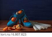 Туфли, мандарины и веер. Стоковое фото, фотограф Анна Губина / Фотобанк Лори
