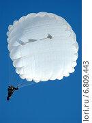 Купить «Военный парашютист», фото № 6809443, снято 28 февраля 2006 г. (c) Сергей Попсуевич / Фотобанк Лори