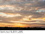 Купить «Закатное небо над деревней», фото № 6811295, снято 1 августа 2014 г. (c) Николай Мухорин / Фотобанк Лори