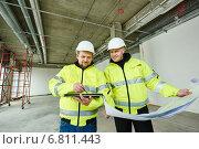 Купить «Construction builder workers», фото № 6811443, снято 10 декабря 2014 г. (c) Дмитрий Калиновский / Фотобанк Лори