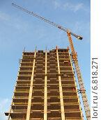 Купить «Строительство многоэтажного здания», фото № 6818271, снято 8 июля 2020 г. (c) Шевцова Анна / Фотобанк Лори