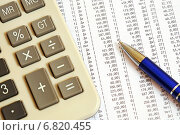 Купить «Калькулятор, ручка и таблица с цифрами», эксклюзивное фото № 6820455, снято 20 декабря 2014 г. (c) Юрий Морозов / Фотобанк Лори
