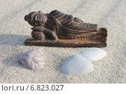 Купить «Спящий Будда и три камня», эксклюзивное фото № 6823027, снято 4 ноября 2014 г. (c) Наташа Антонова / Фотобанк Лори