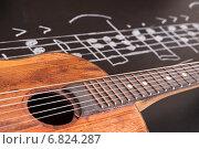 Купить «Старая гитара на доске с нотами», фото № 6824287, снято 11 ноября 2014 г. (c) Сергей Лабутин / Фотобанк Лори
