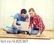 Купить «smiling couple measuring wood flooring», фото № 6825967, снято 26 января 2014 г. (c) Syda Productions / Фотобанк Лори