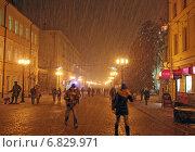Купить «Снежная буря на Большой Покровской улице в Нижнем Новгороде», фото № 6829971, снято 22 декабря 2014 г. (c) Елена Ковалева / Фотобанк Лори