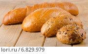 Купить «Fresh baked white bread on wooden table.», фото № 6829979, снято 9 декабря 2014 г. (c) Tatjana Baibakova / Фотобанк Лори