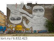 Graffiti on a wall in Berlin Kreuzberg, Germany (2007 год). Редакционное фото, агентство Caro Photoagency / Фотобанк Лори